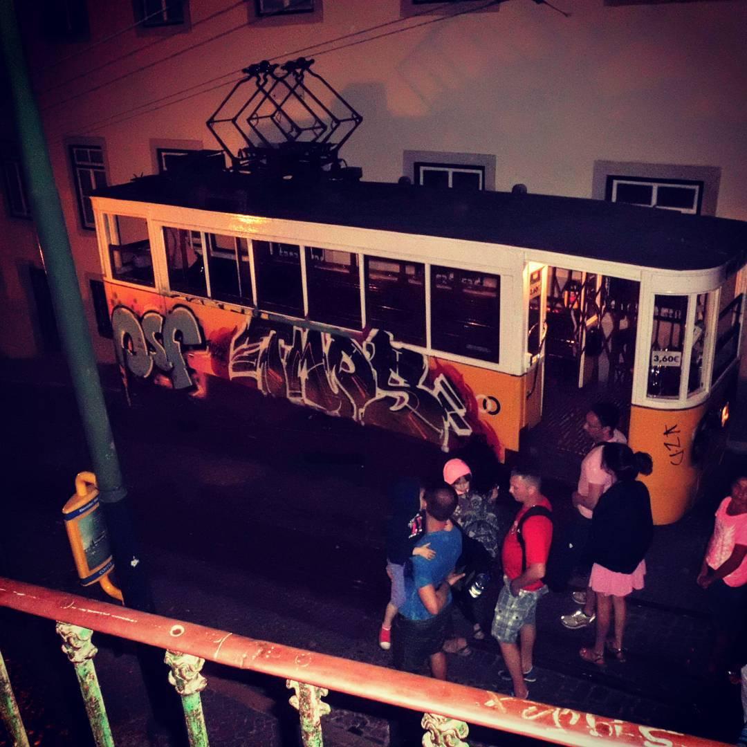 Tram Nocturne à Lisbonne
